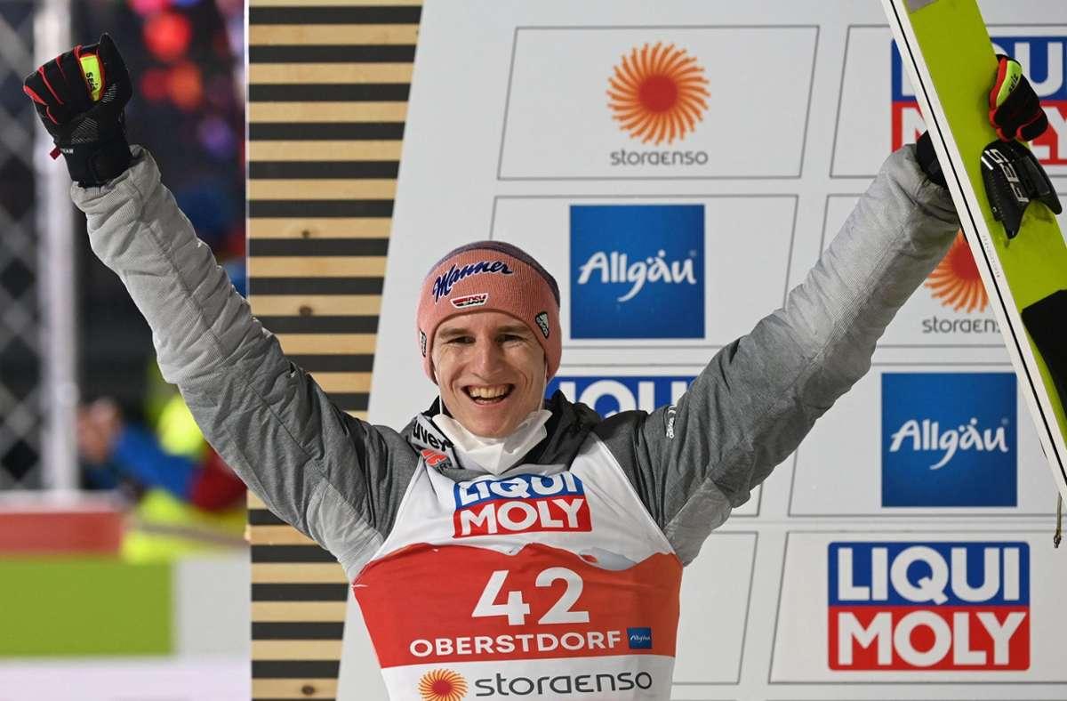 Karl Geiger war vor Wochen noch im Formtief, nun hat er zwei WM-Medaillen. Foto: AFP/Christof Stache