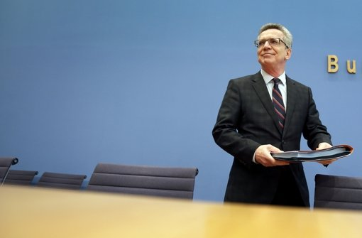 """Innenminister Thomas de Maizière: """"Wer schwere Straftaten begeht, in welchem Status auch immer er sich befindet, muss damit rechnen, aus Deutschland abgeschoben zu werden."""" Foto: AP"""