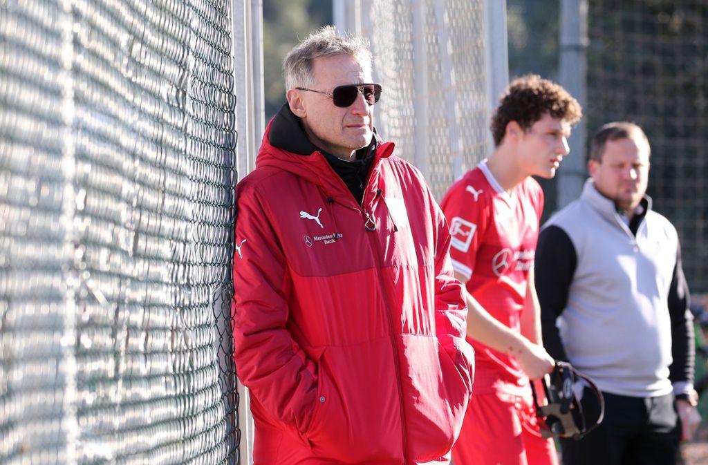 VfB-Sportvorstand Michael Reschke sieht derzeit keine Anzeichen, dass Benjamin Pavard den VfB frühzeitig verlässt. Foto: Pressefoto Baumann