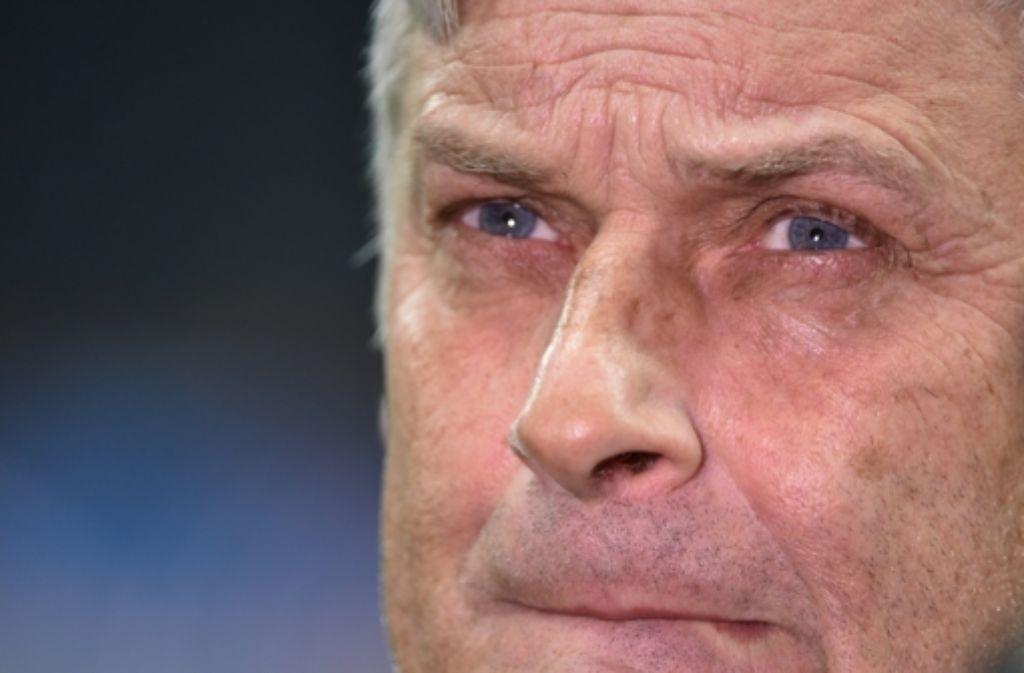 Eintracht-Trainer Armin Veh sucht  nach einem Ausweg aus der Krise. Foto: dpa