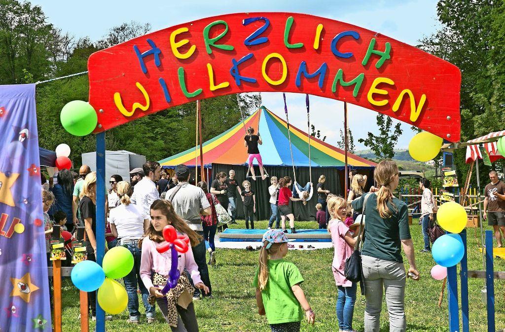 Gleich neben dem Schloss Filseck hatte der Kinder- und Jugendzirkus Rondelli sein Zelt für Vorführungen aufgeschlagen. Foto: Horst Rudel