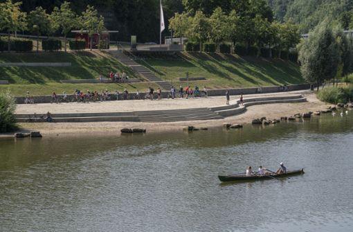 Mädchen stürzt in den Neckar und stirbt
