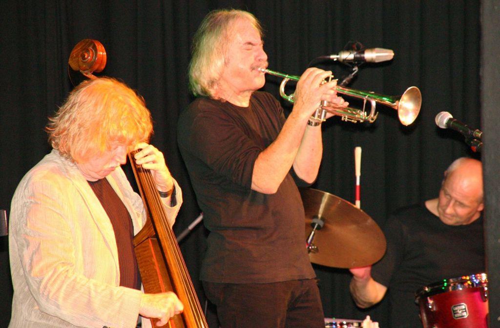 Jazz hat in Esslingen einen besonders hohen Stellenwert, hier musizieren Eberhard Weber (am Bass) und  Enrico Rava in der Dieselstraße. Foto: Dieselstraße