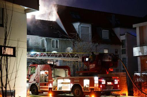 Wohnungen nach Dachstuhlbrand unbenutzbar