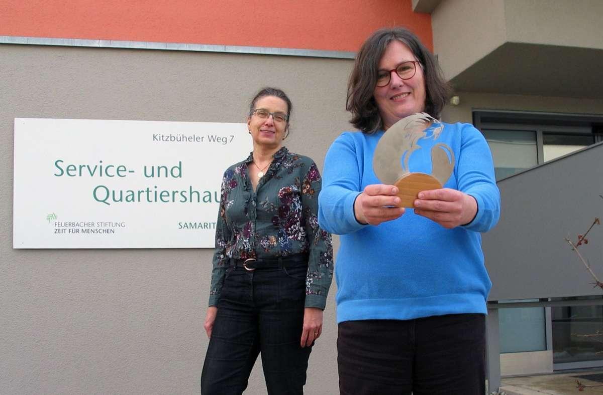 Die Quartiermanagerin Andrea Kühn (rechts) und die ehrenamtliche Helferin Bärbel Weiß Foto: /Susanne Müller-Baji