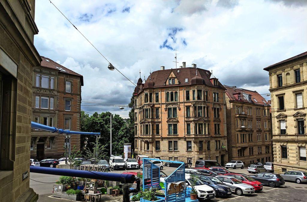 Der Bezirksbeirat Mitte will, dass die lang geplante Umgestaltung des Schützenplatzes endlich vorankommt. Nun ist  ist eine Vorwegnahme der künftigen Verkehrsführung durch Aufbauten im Gespräch. . Foto: Jürgen Brand