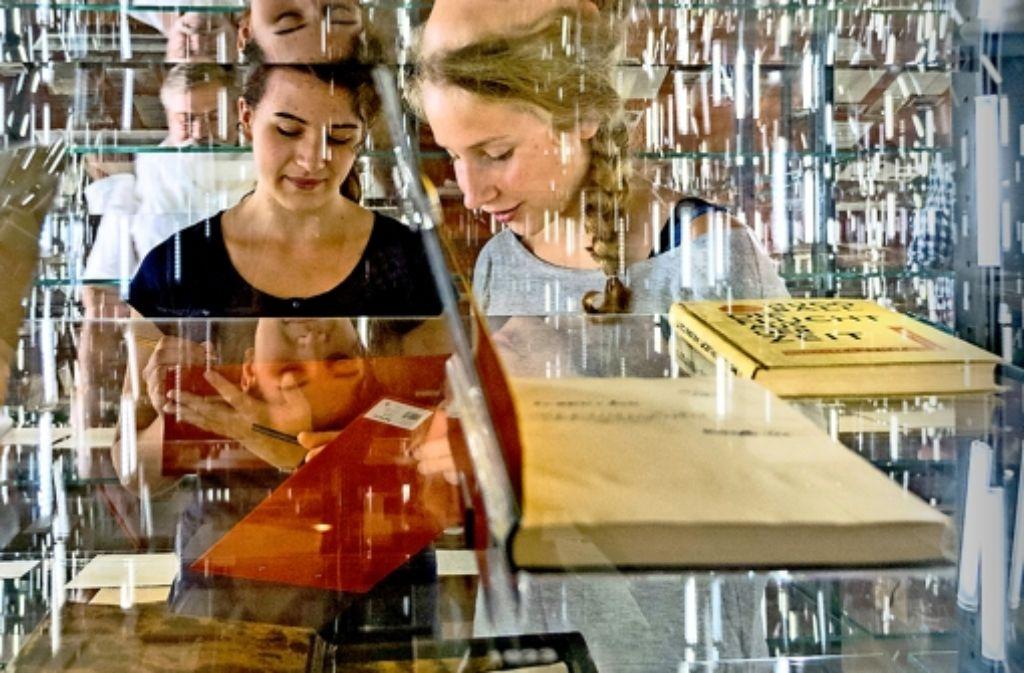 Nähere Einblicke in die Literatur bekommen die Schillerschüler. Foto: factum/Weise