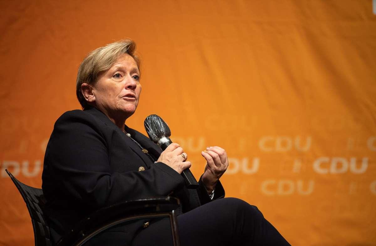 Susanne Eisenmann korrigiert ihren Corona-Kurs für die Schulen. Foto: dpa/Sebastian Gollnow