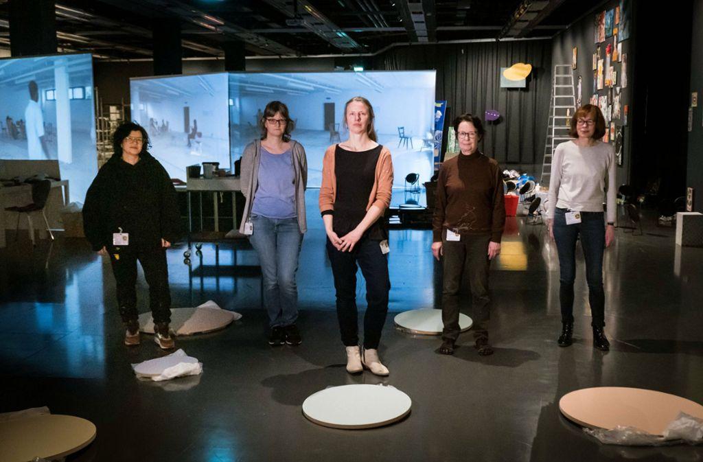 Das Stuttgarter Kollektiv Fuks, das ausschließlich aus  Künstlerinnen besteht:  Karima Klasen, Martina Geiger-Gerlach, Kerstin Schaefer, Christa Munkert und Barbara Armbruster (v. l.). Foto: Lichtgut/Achim Zweygarth