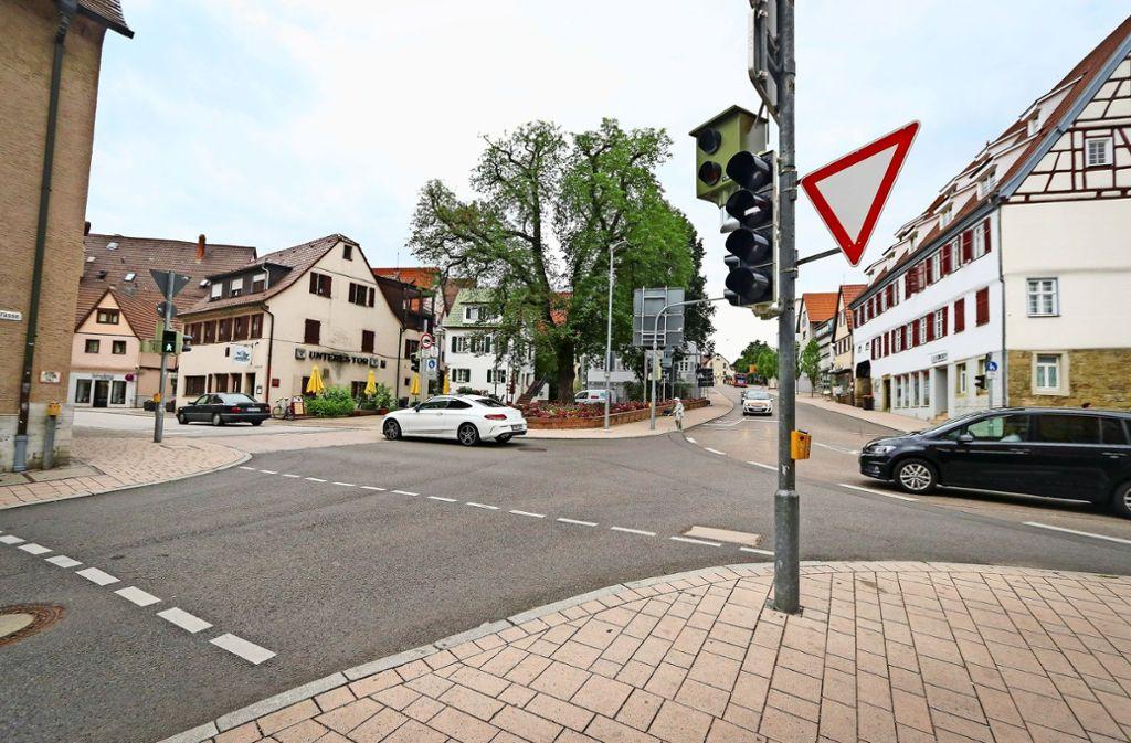 An der Einmündung der Bahnhofstraße in die Grabenstraße hat es schon mehr als 2000 mal geblitzt. Das spült viel Geld in die Stadtkasse. Foto: factum/Granville