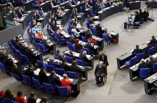 Bundestag in Berlin startet mit Streit