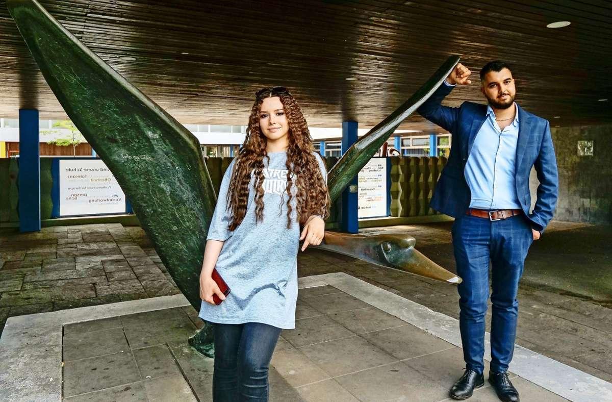 Vier Jahre lang haben wir ihren Weg verfolgt: Jetzt haben Kholoud Zineh (links) und Soheil Abdollahi das Abitur geschafft. Foto: factum/Simon Granville