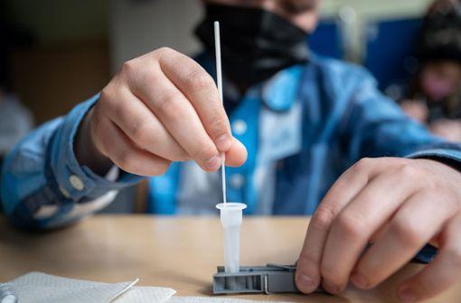 Forscher: Maßnahmen auch bei hohen Impfquoten notwendig
