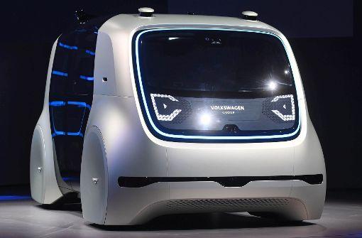 Erster Prototyp des selbstfahrenden Autos in Genf präsentiert