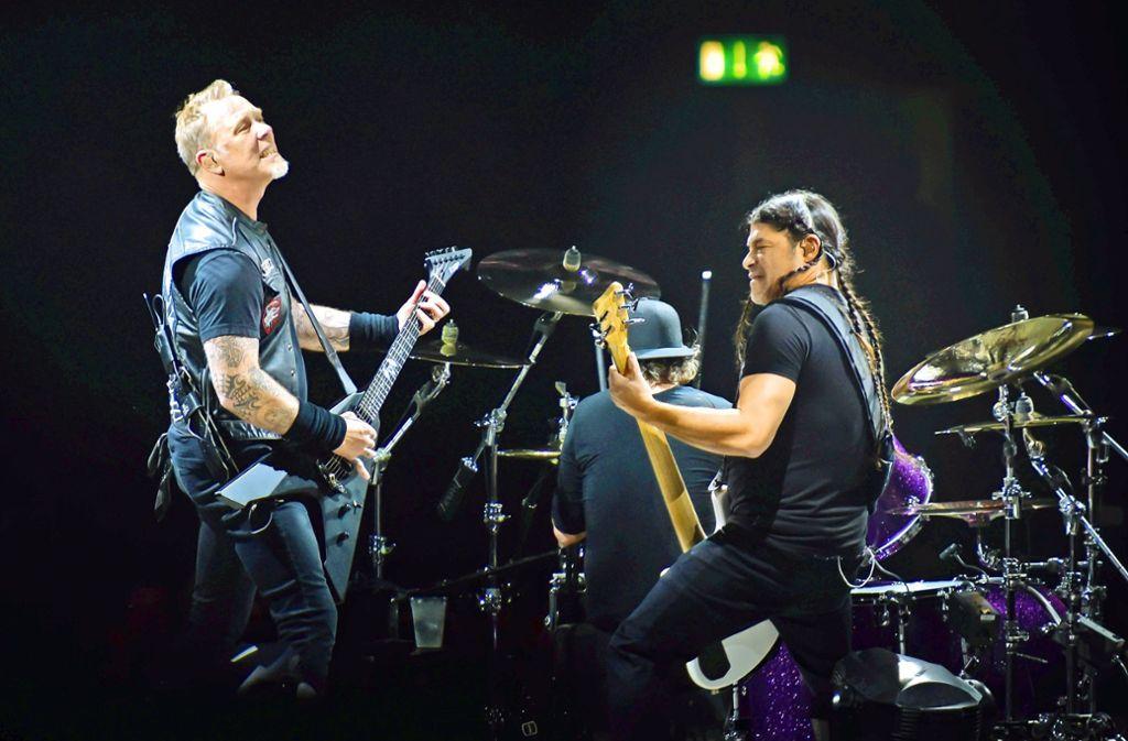 Es geht immer noch ein bisschen lauter: James Hetfield (l.) und Robert Trujillo Foto: Lichtgut/Kovalenko