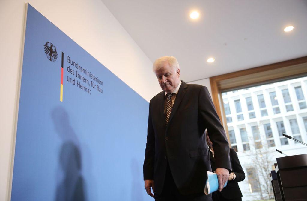 Seehofer hatte offenbar bei Beratungen der engsten Parteispitze angekündigt, beide Spitzenämter im kommenden Jahr abzugeben. Foto: dpa