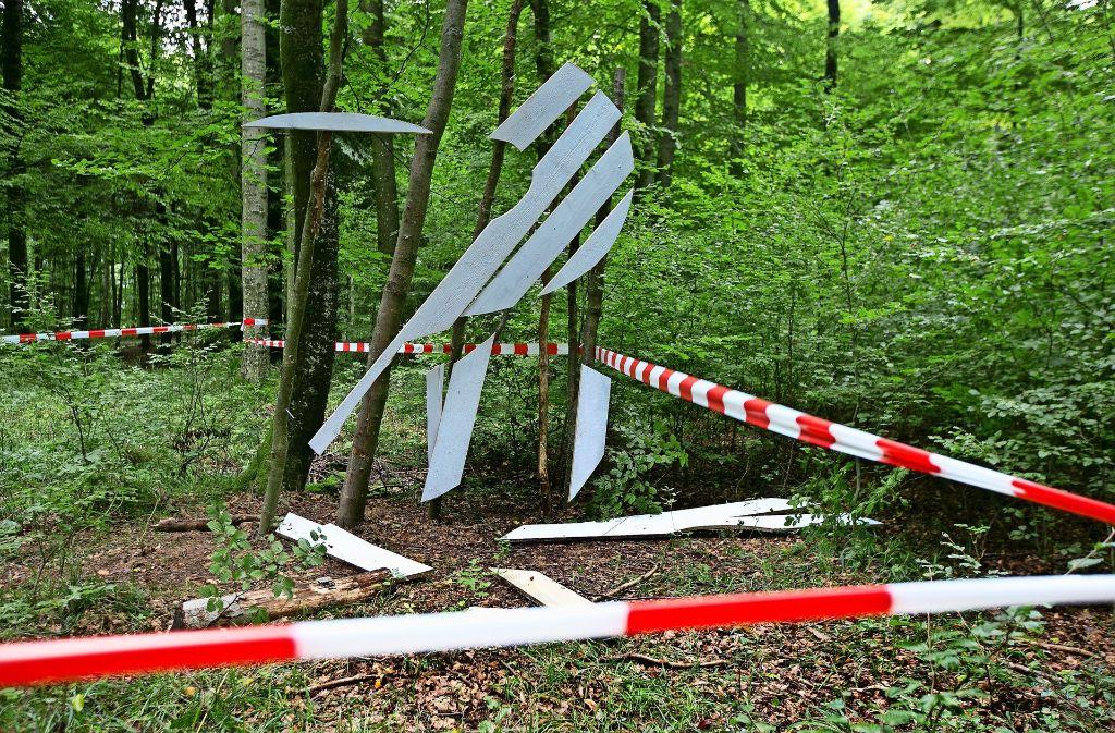 Zweienhalb Wochen arbeitete der Künstler an seiner Installation. Zerstört haben es Unbekannte wohl in kurzer Zeit. Foto: Horst Rudel