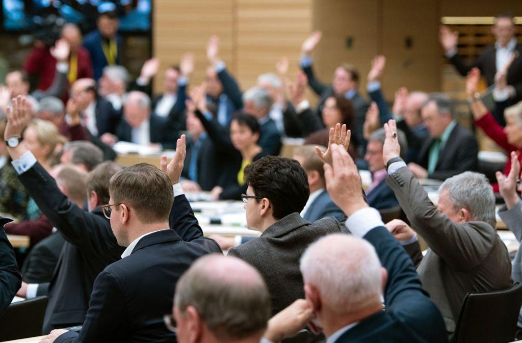 Die Abgeordneten des Landtags  stimmen über den Haushalt 2020 und 2021  ab. Foto: dpa/Tom Weller