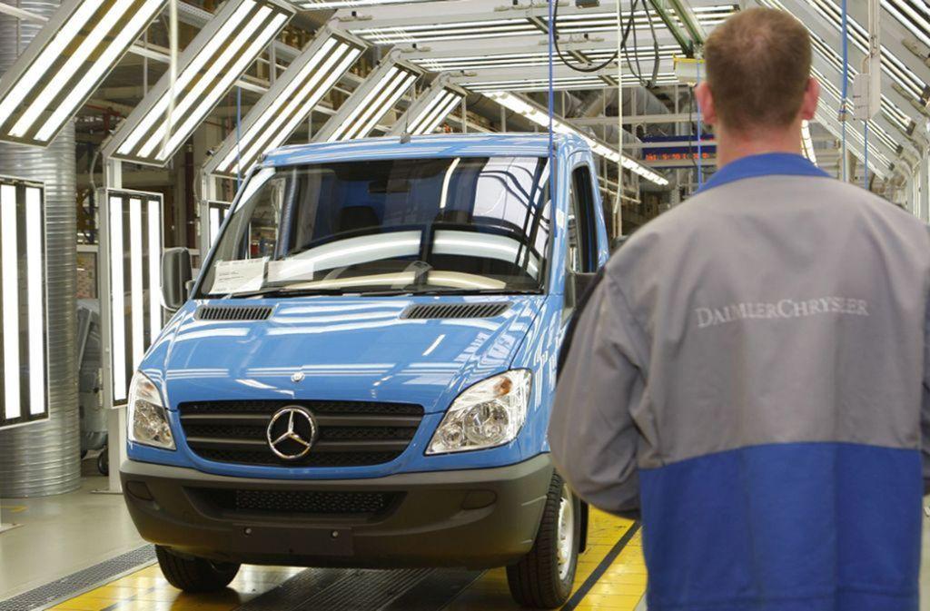 Ein weiteres Dieselfahrzeug von Daimler soll mit illegaler Abgastechnik ausgestattet sein. Betroffen sind Transporter des Modells Sprinter. Foto: dpa/Nestor Bachmann