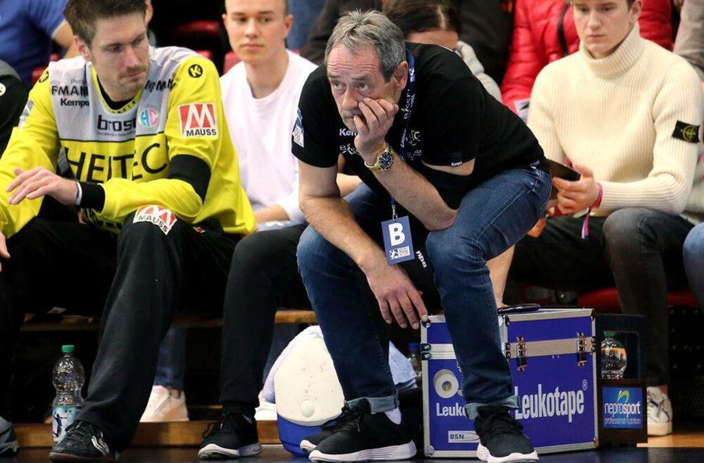 Rolf Brack an der Seitenlinie in seiner letzten Trainerstation beim Bundesligisten HC Erlangen. Neben ihm Ex-Nationaltorwart Carsten Lichtlein, der Bundesliga-Rekordspieler. Foto: Baumann