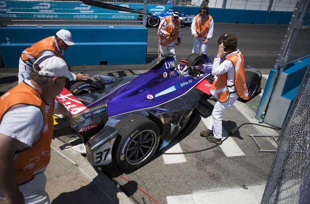 Sparsamer ist da ein Formel-E-Wagen: Er verbraucht nur 56 kWh auf 100 Kilometer. Foto: AP