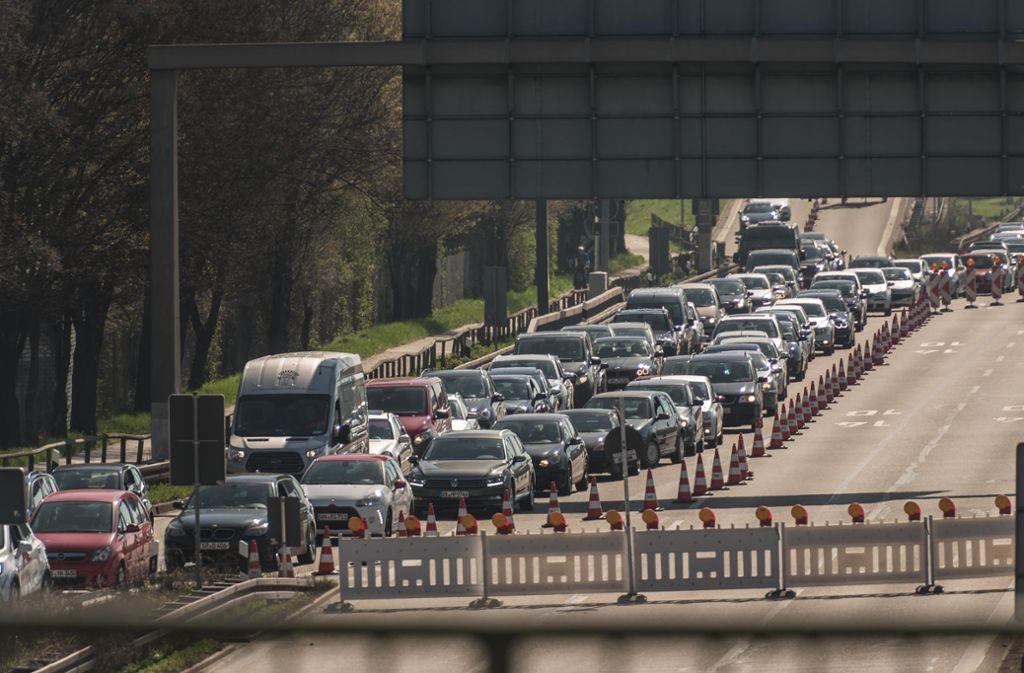 Vor allem am Samstag ging auf der B10 zwischen Gaisburger Brücke und der Abfahrt nach Wangen  auf der einen Seite und dem Pragtunnel und der Wilhelma-Kreuzung auf der anderen Seite nichts mehr. Foto: Lichtgut/Max Kovalenko