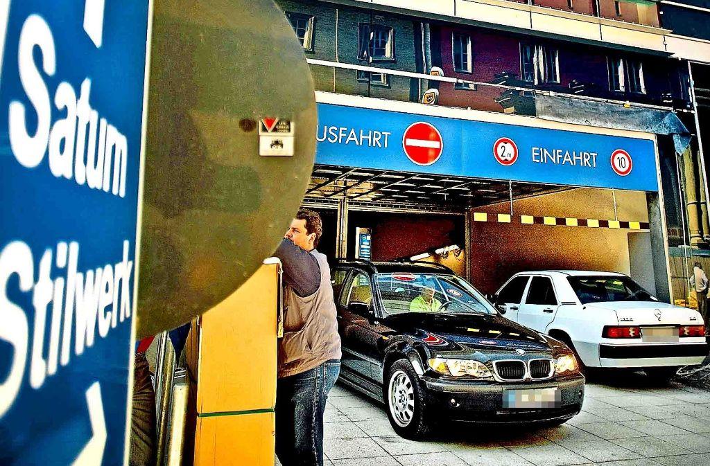 Oberbürgermeister Fritz  Kuhn klagt über zu viele Autos in der Stadt. Foto: Heinz Heiss