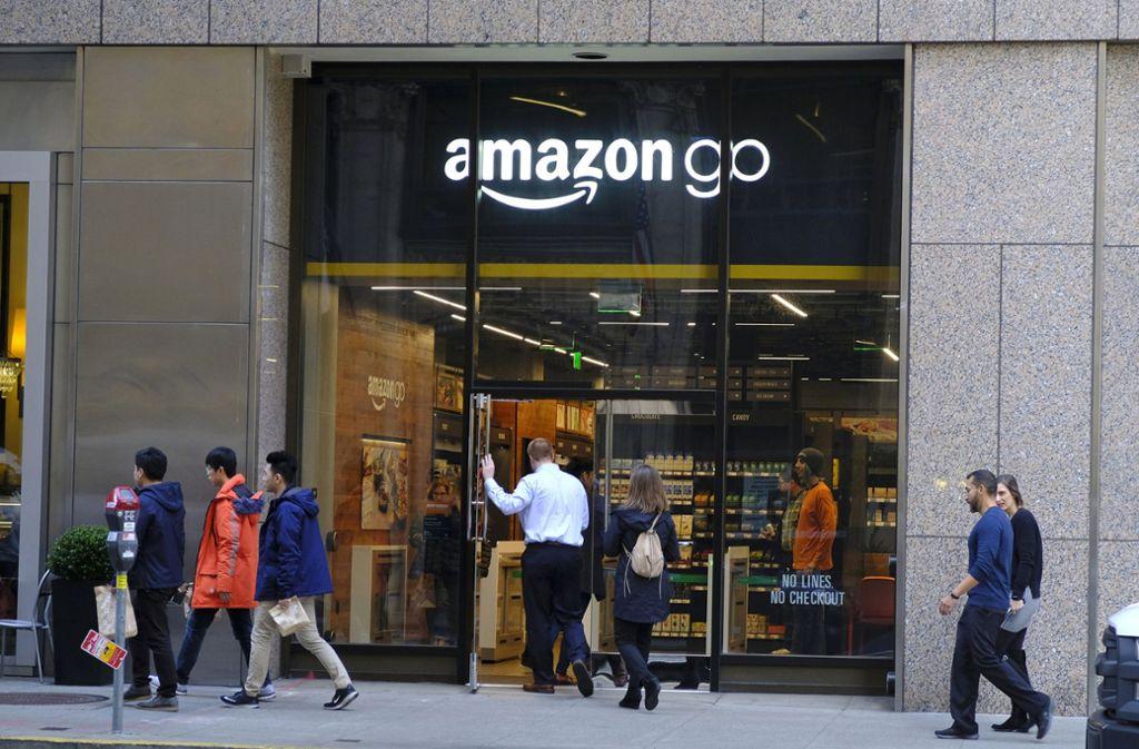 Aus Amazons Informationen zu Alexa geht bisher nicht explizit hervor, dass unter Umständen auch Menschen die Aufzeichnungen anhören könnten. Foto: AP