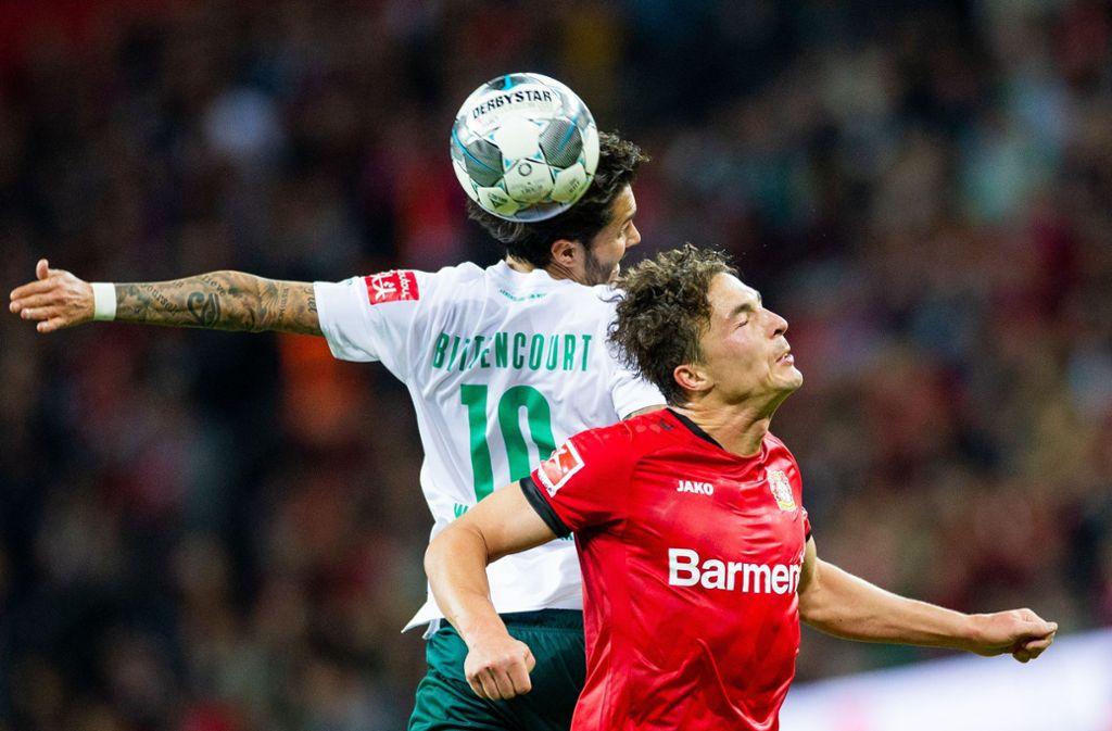 Vor dem Bundesliga-Start nach der Corona-Zwangspause ist die Live-Übertragung der Partie Werder Bremen gegen Bayer 04 Leverkusen am Montagabend gefährdet. Foto: dpa/Rolf Vennenbernd