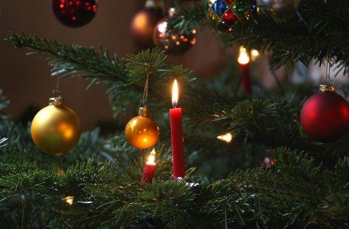 Weihnachtsbaumkerzen setzen Zimmer in Brand