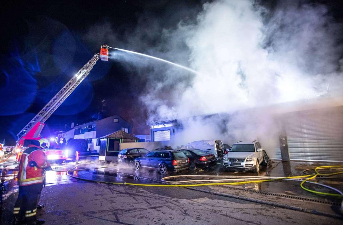 In einem Werkstattgebäude in Oppenweiler hat es in der Nacht zum Mittwoch gebrannt. Foto: 7aktuell.de/Simon Adomat