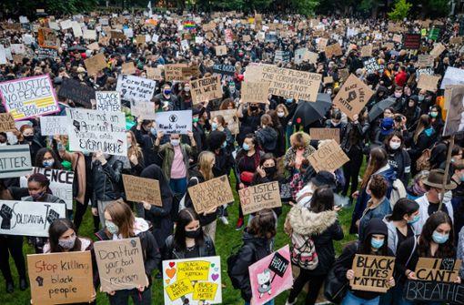 Zigtausende demonstrieren in Deutschland gegen Rassismus