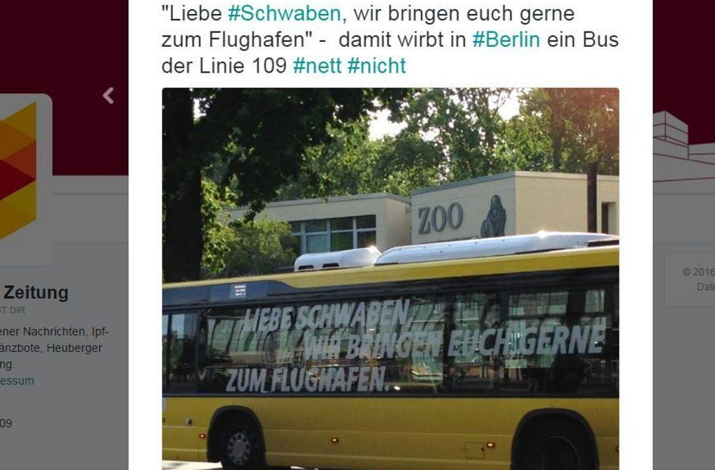 Findet die Schwäbische Zeitung nur mittelwitzig: den neuesten Werbespruch auf den Berliner Bussen. Foto: Screenshot/@Schwäbische