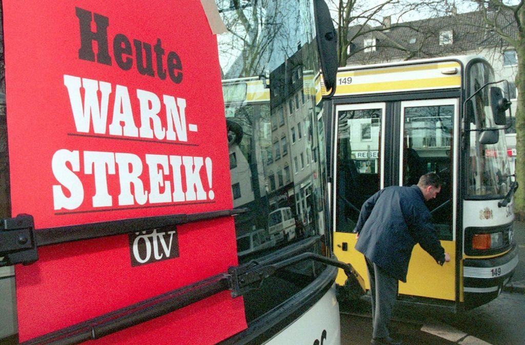 Solche Szenen soll es vorerst nicht mehr geben: Die privaten Busfirmen legen ihre Streikpläne erstmal auf Eis. Foto: dpa