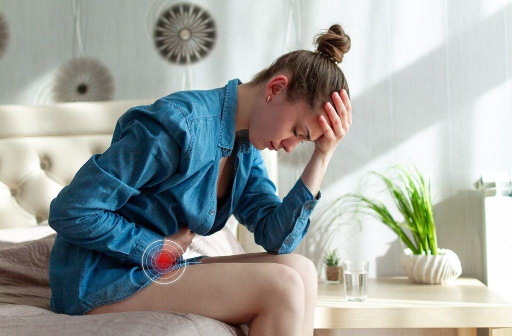 Mit welchen Hausmitteln kann man eine Blasenentzündung selbst behandeln? Foto: goffkein.pro / Shutterstock
