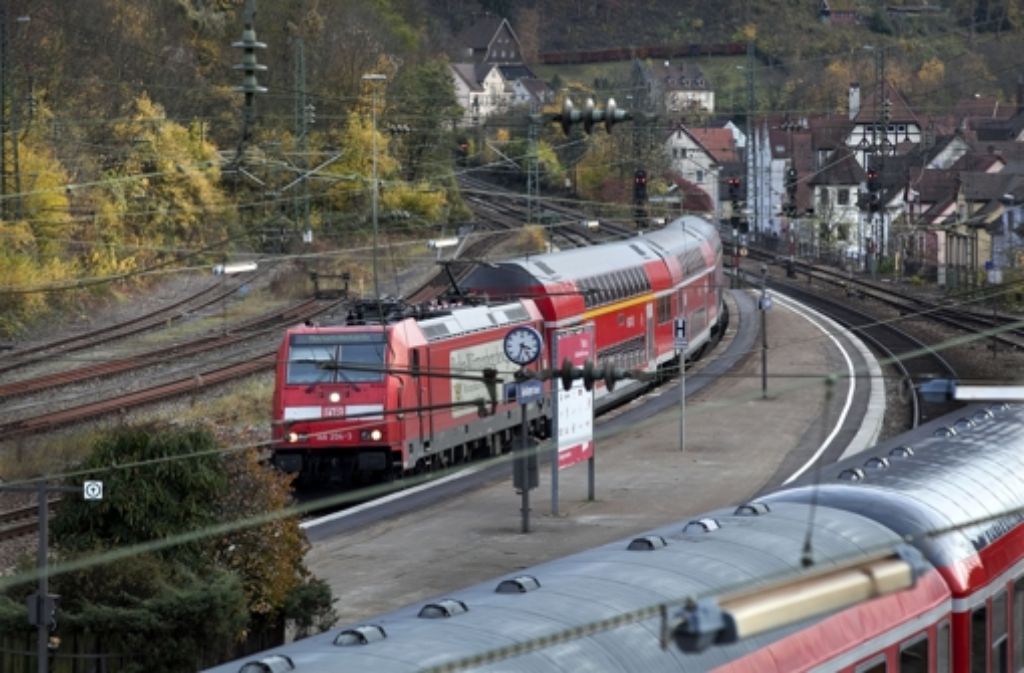 Eigentlich hat der Geislinger Bahnhof viele Gleise. Doch offenbar nicht genug. Foto: Horst Rudel