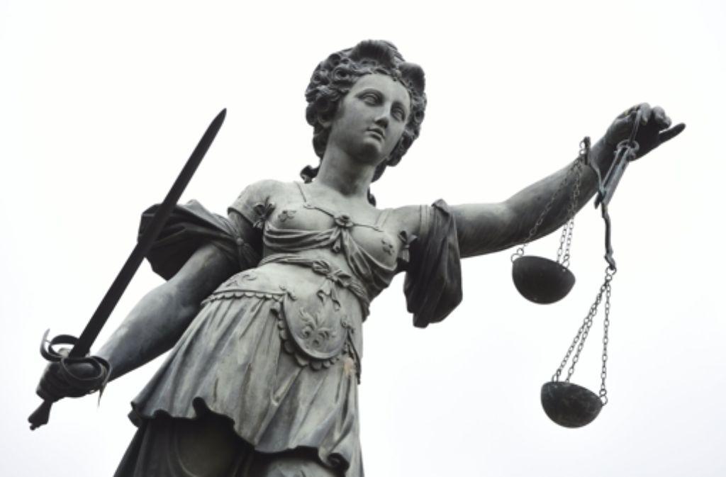 Die Staatsanwältin plädiert im Neonazi-Prozess auf Gefängnisstrafen für die Angeklagten. Foto: dpa