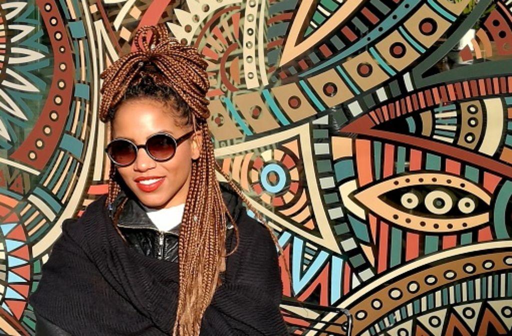 Starke Frau, starker Style: Carmen Ibrahim plaudert für uns aus dem Modenähkästchen. Foto: Laura Müller-Sixer