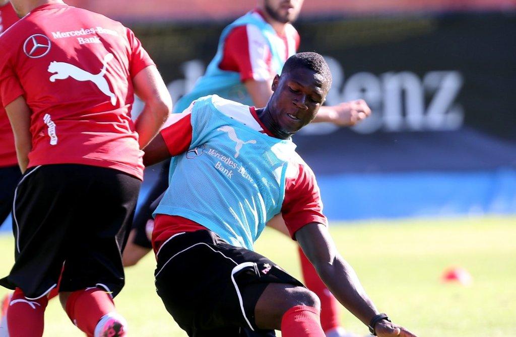 Stephen Sama bleibt noch länger im Trainingslager des VfB Stuttgart. Foto: Pressefoto Baumann