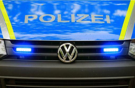 Duo raubt 28-Jährigen in dessen Auto aus