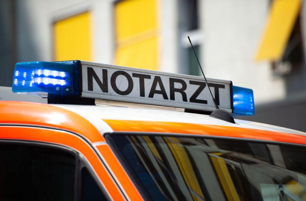 Ein Notarzt konnte nur noch den Tod des Autofahrers feststellen. (Symbolfoto) Foto: dpa