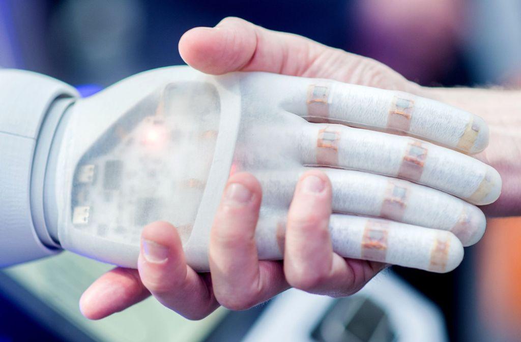 Künstliche Intelligenz soll Menschen helfen. Foto: dpa//Hauke-Christian Dittrich