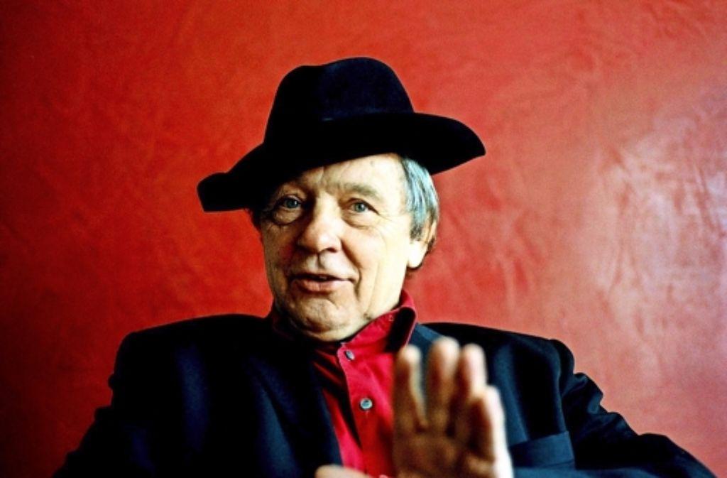 Auf Peter Grohmann, einst Schriftsetzer, heute Kabarettist, war die Schanklinzenz für den Club Voltaire ausgestellt. Foto: Archiv