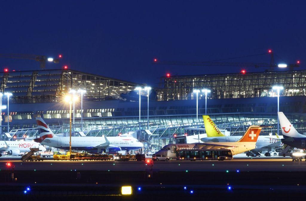 Aufregung am Stuttgarter Flughafen, der aber vergleichsweise glimpflich weggekommen ist. Foto: dpa