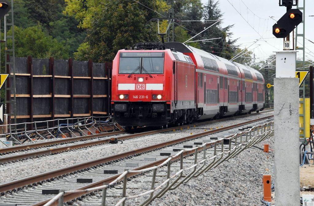 Auf der Rheintalbahnstrecke bei Lahr standen die Züge am Montagabend still (Archivbild). Foto: dpa