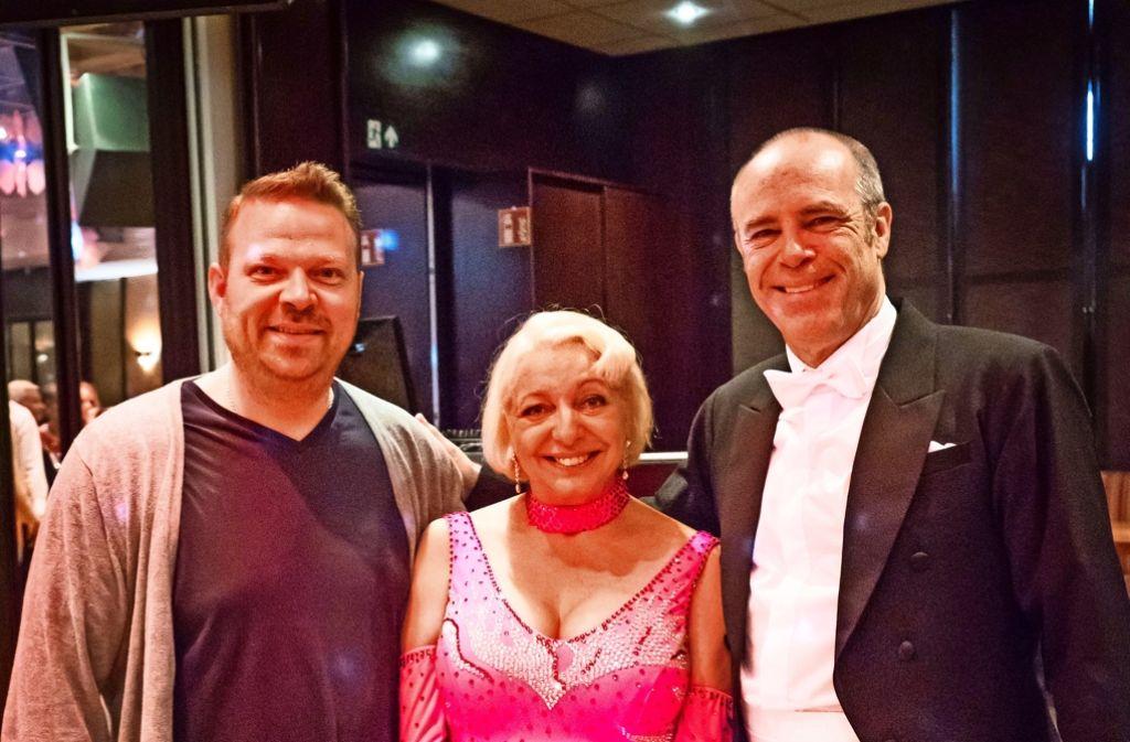 Manon Straché, Peter Kremer    und der Tanzlehrer Jörg Galitz (links) Foto: Lg/Achim Zweygarth
