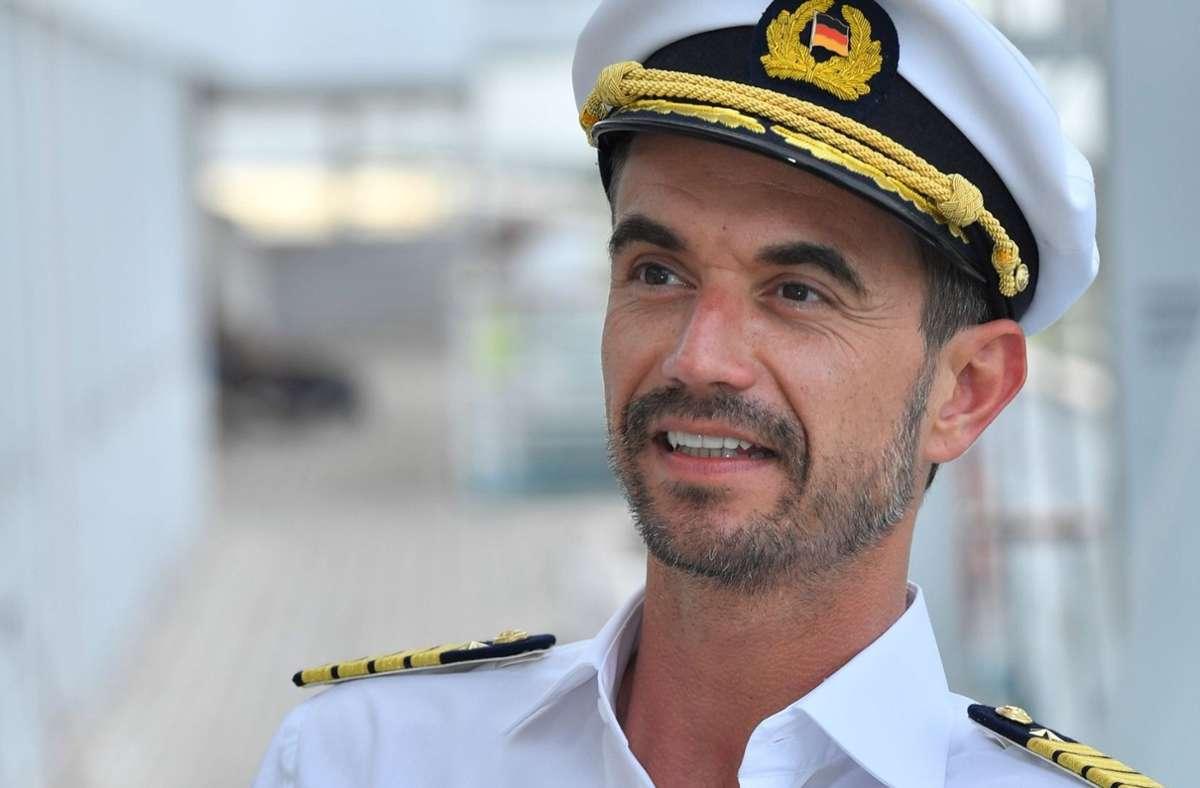 "Florian Silbereisen als Kapitän des ZDF-""Traumschiffs"" Foto: dpa/Dirk Bartling"