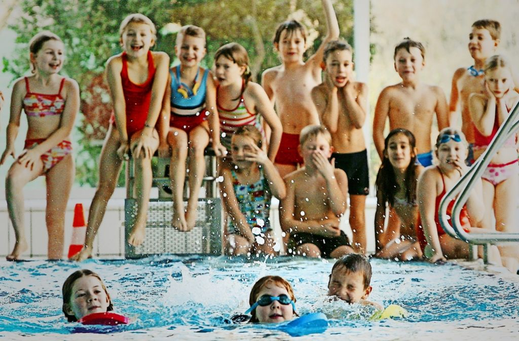 Ein Bild mit Seltenheitswert: Immer weniger Kinder lernen schwimmen. Foto: dpa
