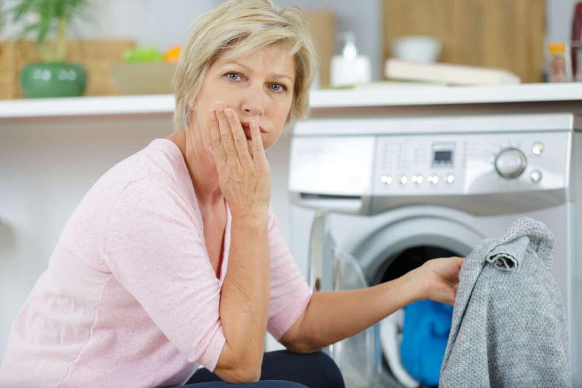 Ups, zu heiß gewaschen! Foto: ALPA PROD / shutterstock.com