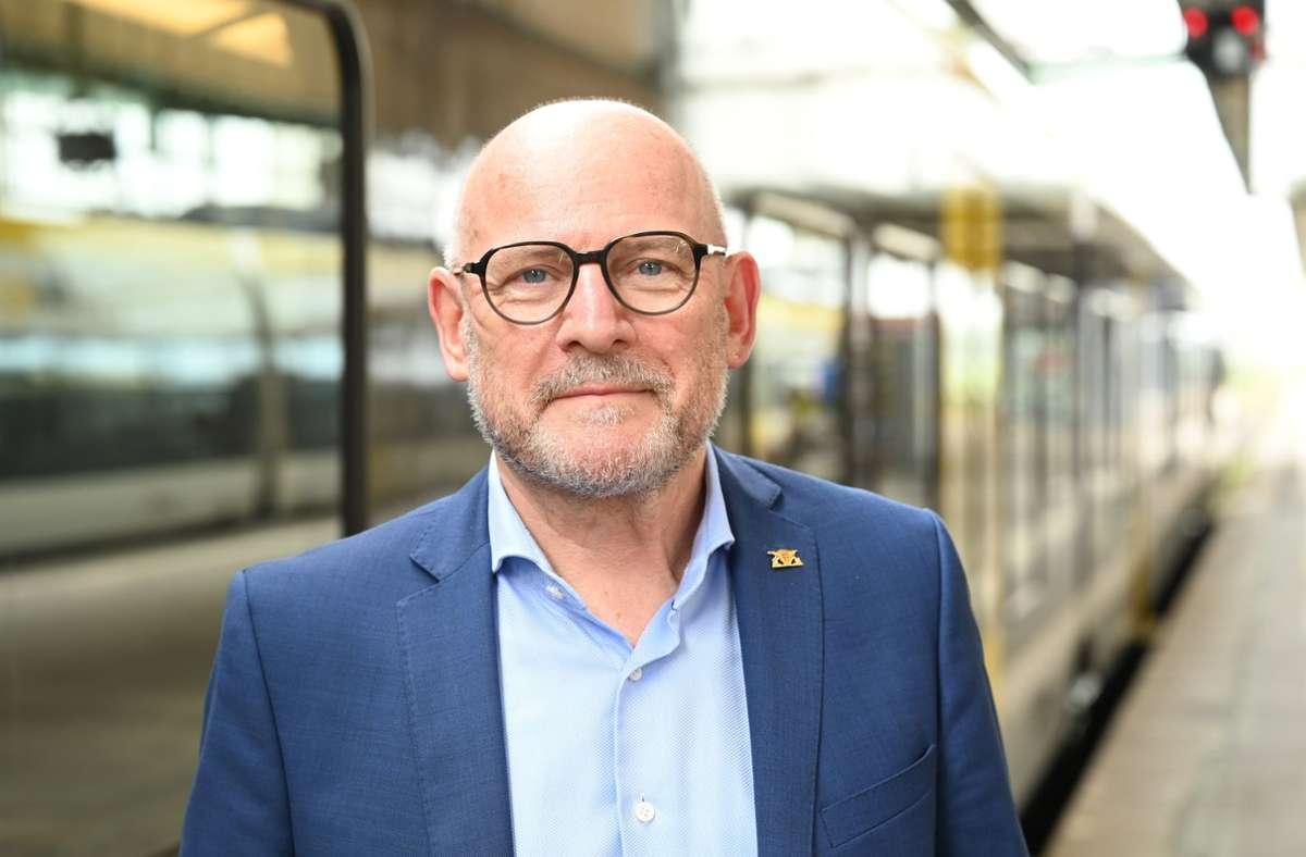 Verkehrsminister Winfried Hermann hält eine zusätzliche unterirdische Station für den Regionalverkehr für notwendig und durch ein Gutachten bestätigt. Foto: dpa/Bernd Weissbrod